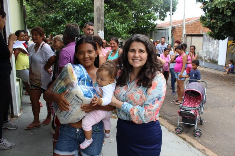 Fundo Social faz entrega de cestas básicas no Toffoli, Azaleias e Helena Bernardes