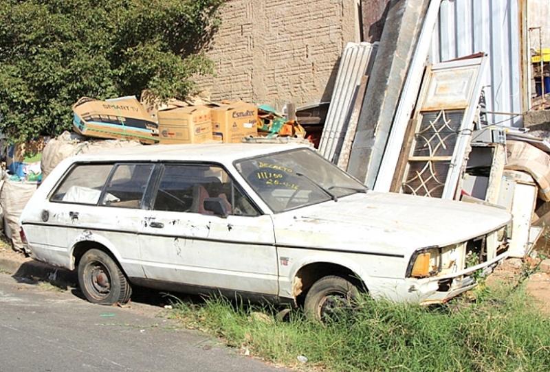 Prefeitura regulamenta lei para remover veículos abandonados em Marília