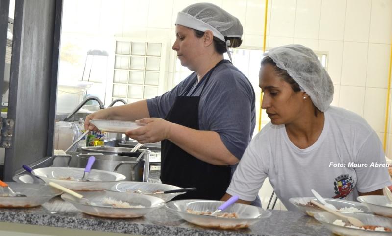 Prefeitura economiza R$ 2 milhões com novo sistema de entrega de merenda