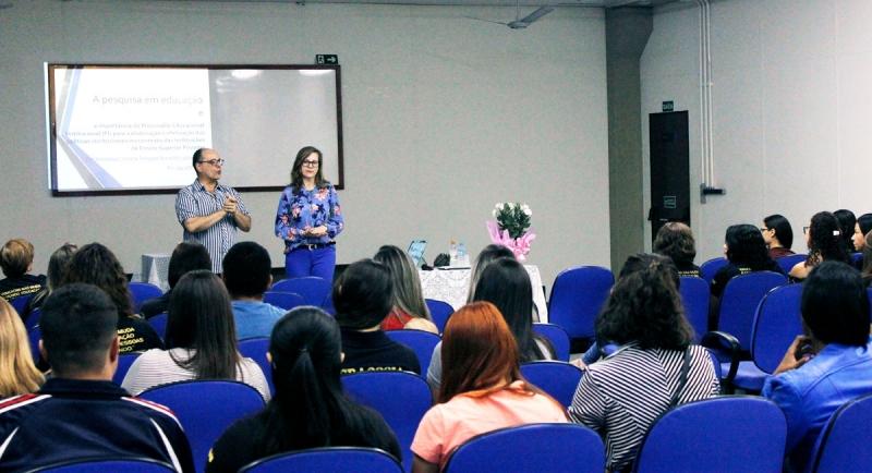 Semana de Pedagogia: Futuros pedagogos recebem profissionais em palestras sobre educação
