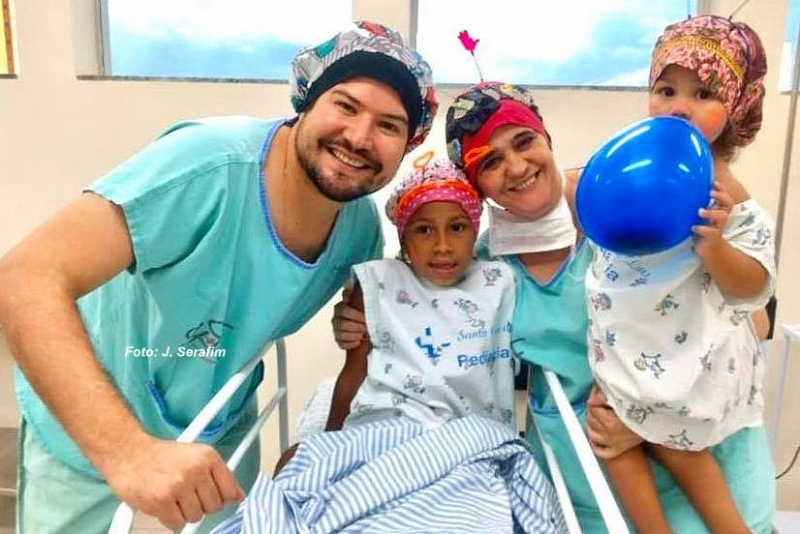 Crianças se divertem antes de cirurgias em Santa Casa da região