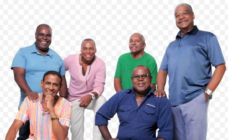 Fundo de Quintal comemora 40 anos de carreira no palco do Sesi em Marília