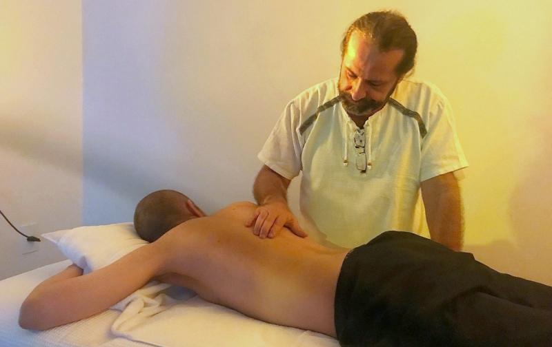Medicina tradicional chinesa atrai quem busca alivio da dor e equilíbrio energético