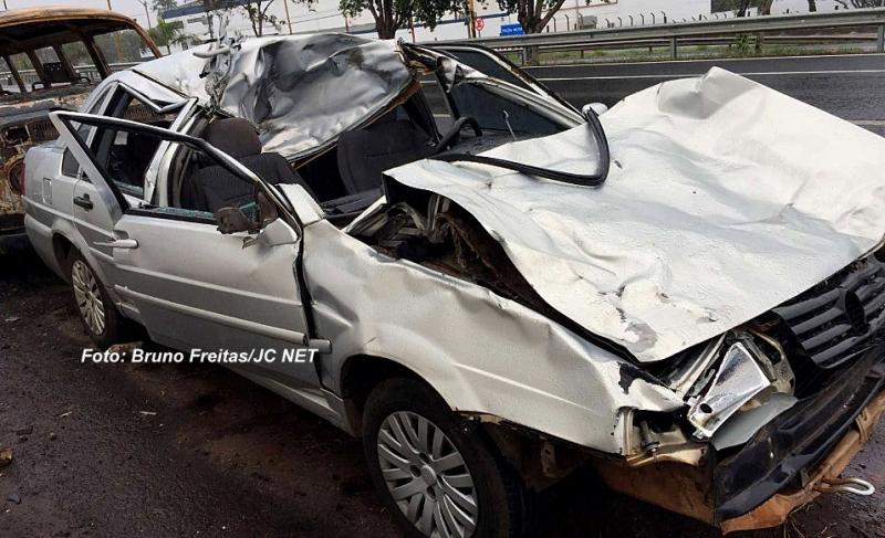 Animal na pista provoca acidente com morte na SP-294