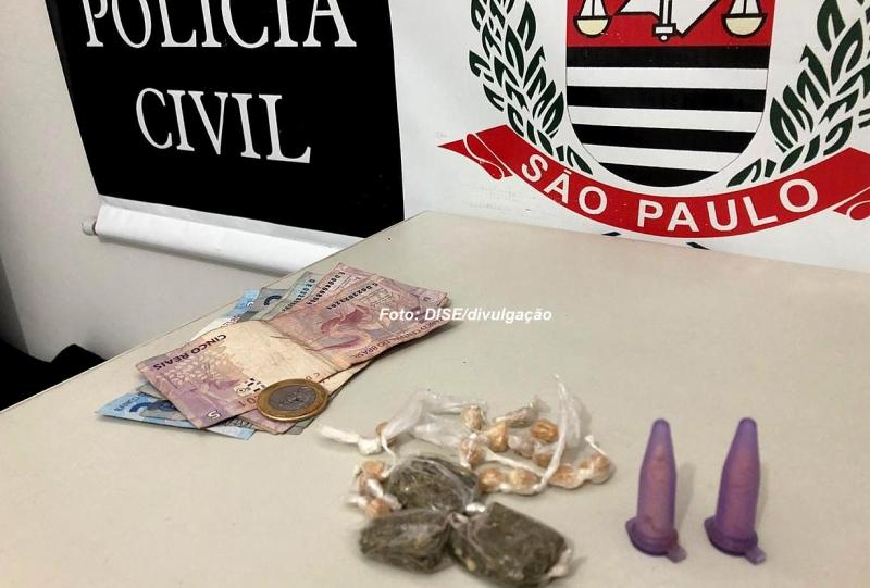 Rapaz é flagrado pela DISE vendendo drogas na zona norte
