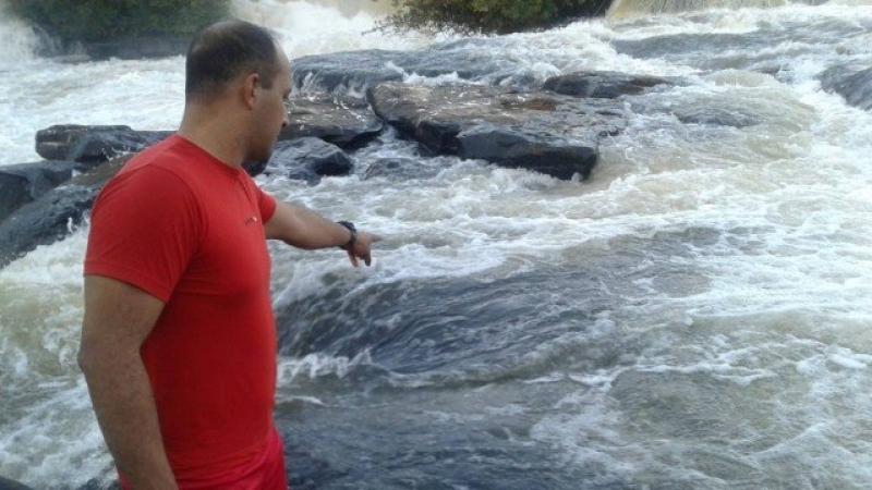 Ao tentar fazer selfie, homem escorrega e morre em cachoeira