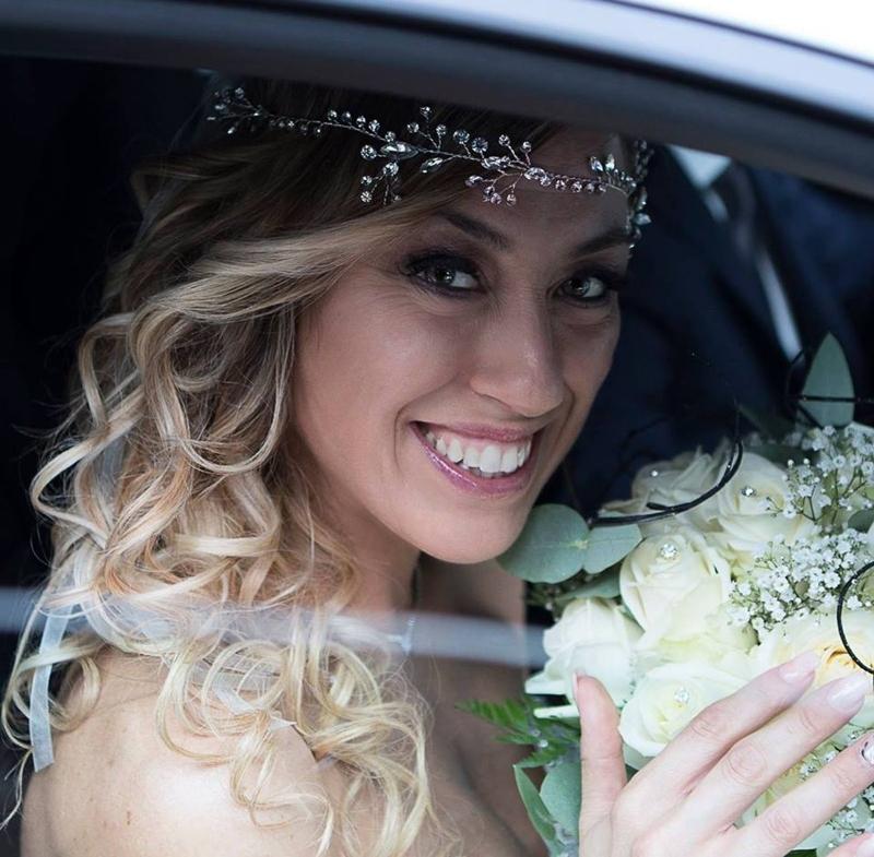 Italiana se casa consigo mesma