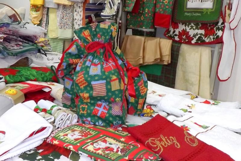Grupo de voluntárias da APAE de Marília promove bazar de Natal
