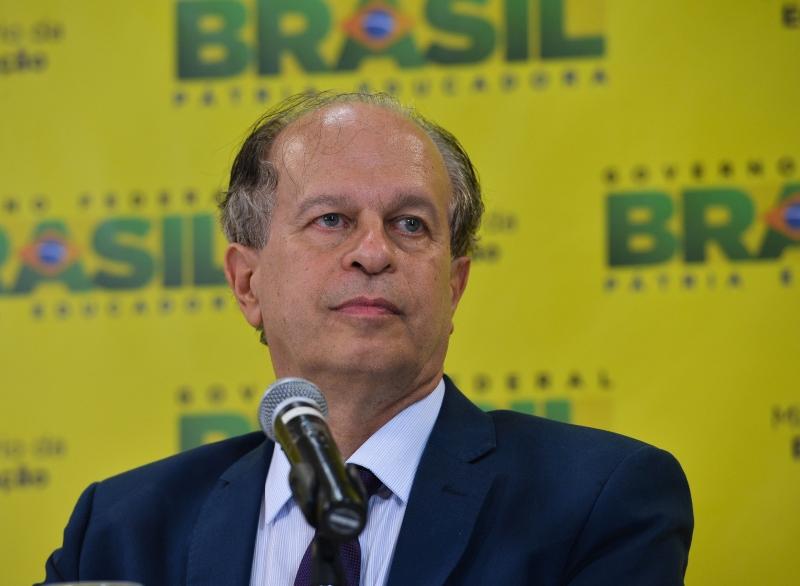 Ministro pede desculpas por falhas no FIES