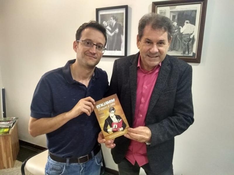 Poetas de Marília lançam hoje coletânea na Biblioteca Municipal