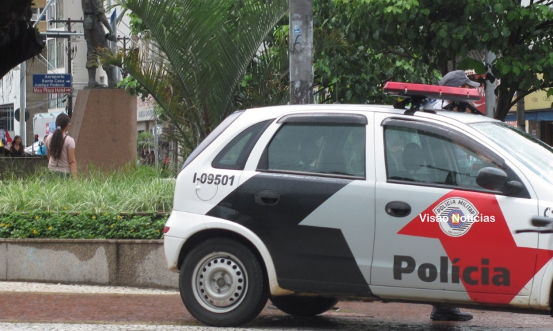 Jovem é detido após fugir da PM no centro