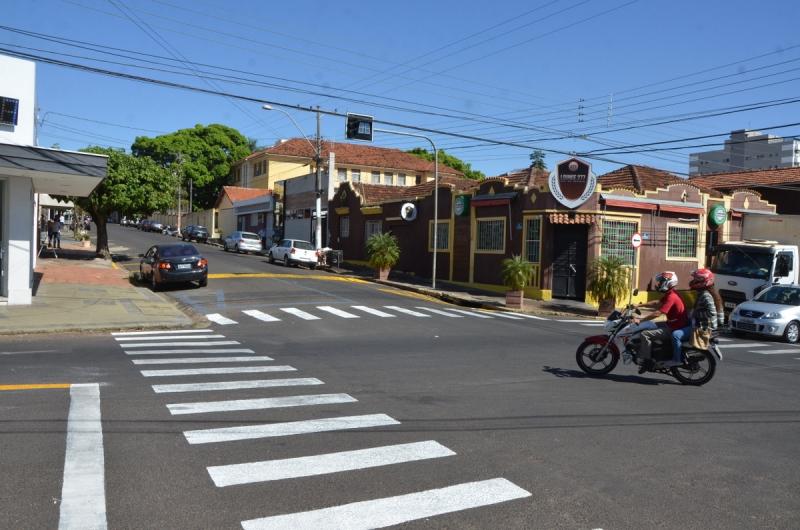 Já está em funcionamento semáforo e mudança do trânsito na avenida República