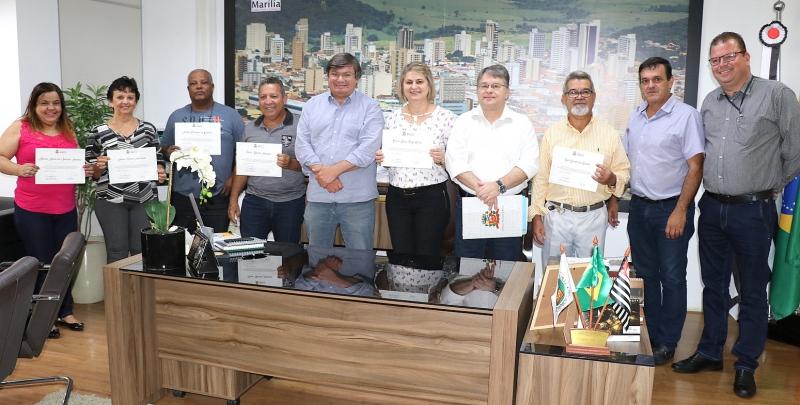 Prefeito Daniel Alonso entrega certificados à servidores aposentados em março