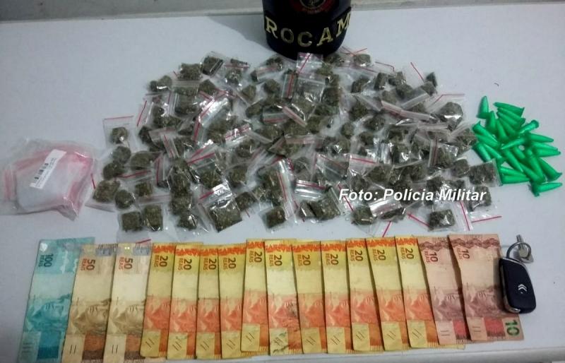 """""""Chefão"""" do tráfico é preso pela PM com drogas e muito dinheiro"""