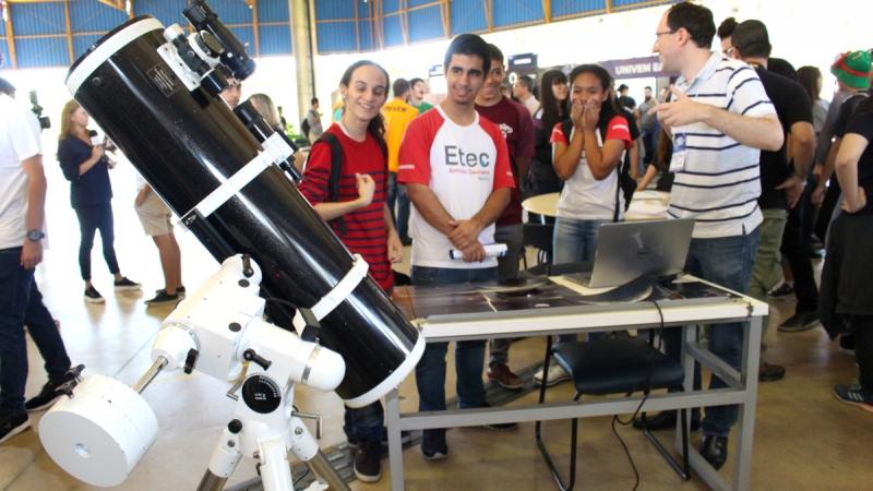 Feira de Profissões UNIVEM atrai alunos de Marília e região
