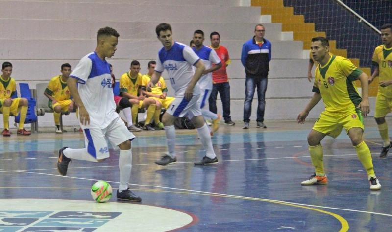 Marília estreia em torneio de futsal masculino e feminino