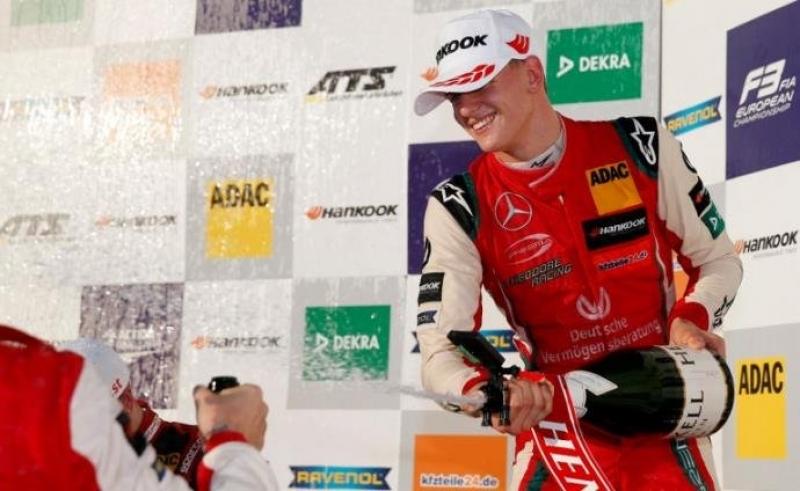 Filho de Schumacher é campeão da F-3 europeia e iguala o pai