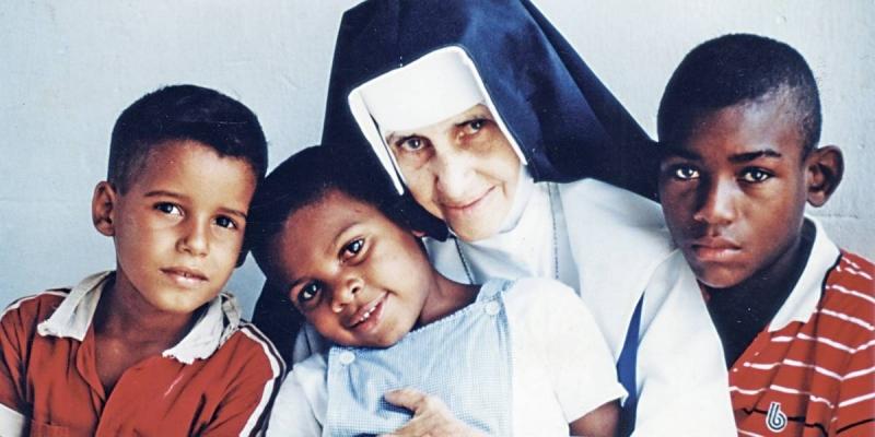 Santa Dulce dos Pobres será canonizada neste domingo