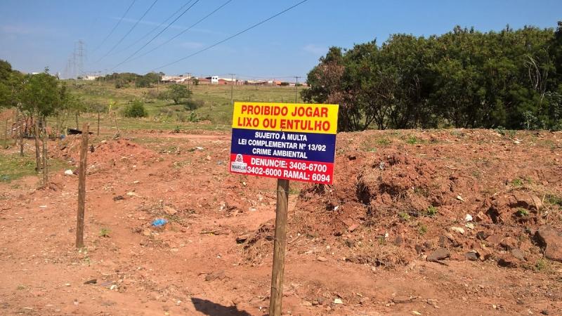 Prefeitura limpa e cerca mais uma área para preservar o Meio Ambiente