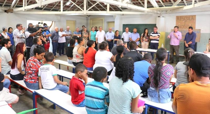 Prefeito Daniel Alonso garante que escola de Nóbrega não será municipalizada