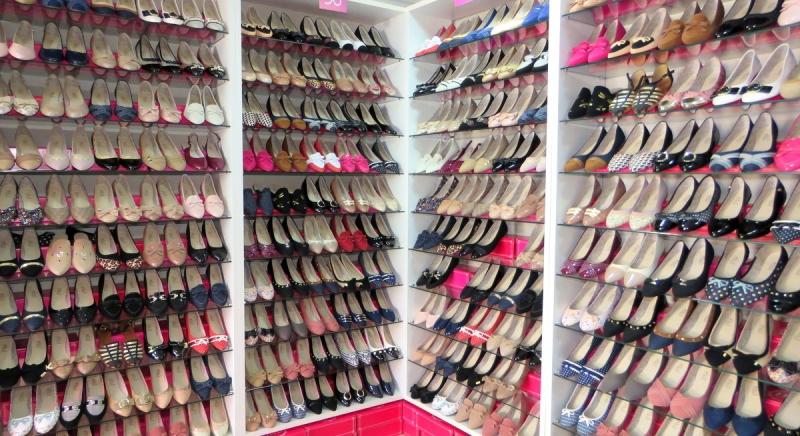 Loja especializada em sapatilhas a preço único faz pré-lançamento em Marília