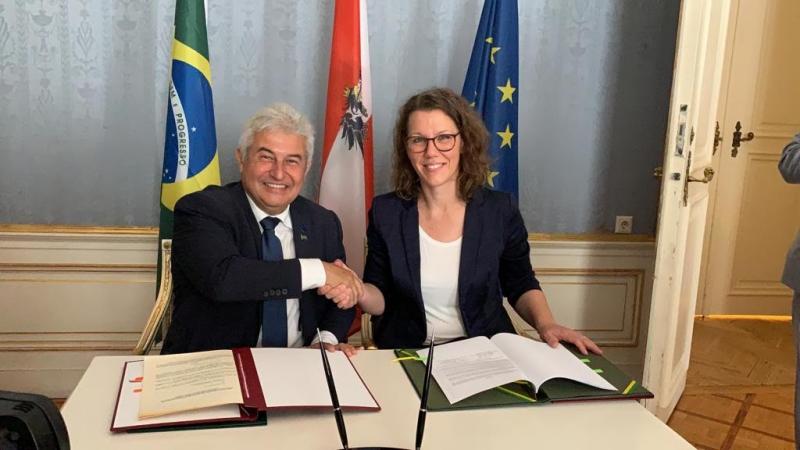 Brasil e Áustria fazem acordo de cooperação científica e tecnológica