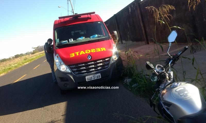 Motociclista sofre acidente ao cair em buraco na av. República