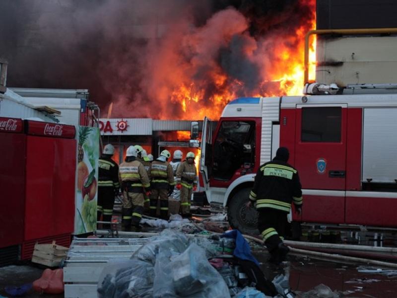 Incêndio em shopping na Rússia totaliza 64 mortos, sendo 41 crianças