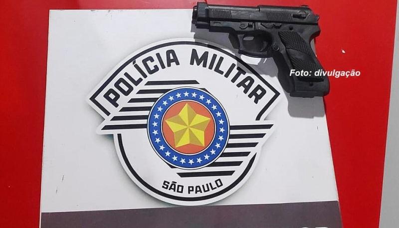 Rapaz é preso pela Polícia Militar com arma de brinquedo