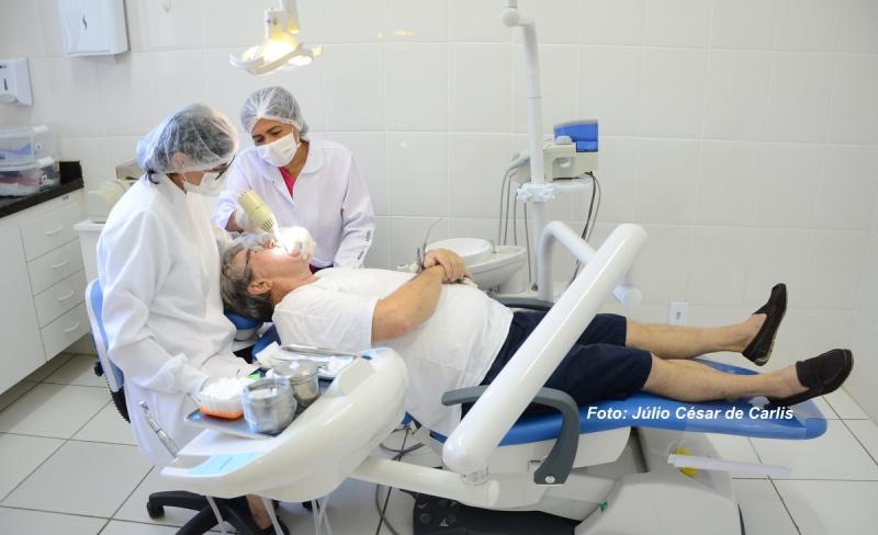 Prefeitura instala nova cadeira odontológica em USF. Mais quatro serão substituídas