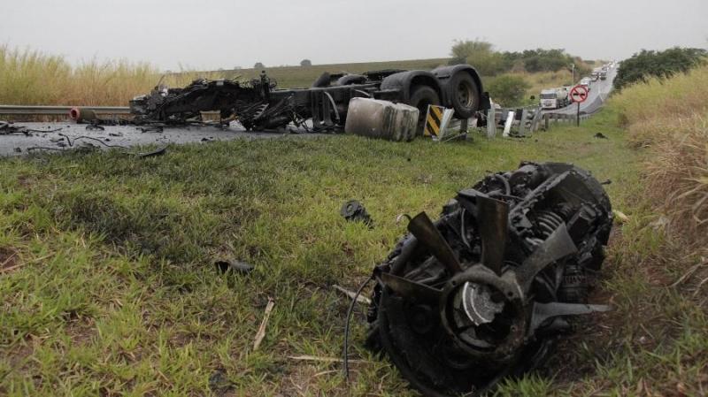 Vítima fatal do acidente entre ônibus e caminhão era morador de Garça