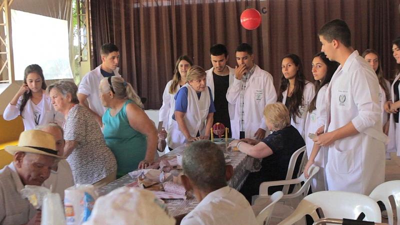 Curso de Medicina Veterinária da Unimar realiza ações no Lar São Vicente de Paulo