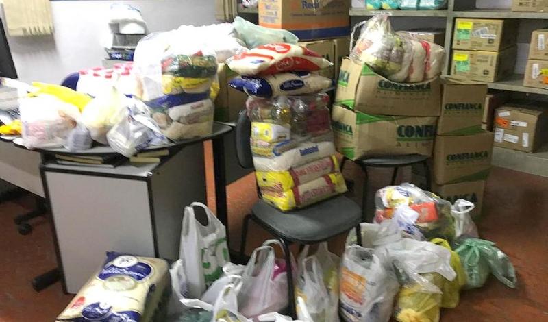Alunos de Logística da ETEC Devisate doam mais alimentos à Gota de Leite