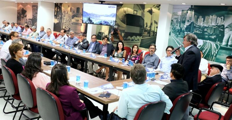 Desenvolvimento estratégico: prefeito participa de reunião na ACIM