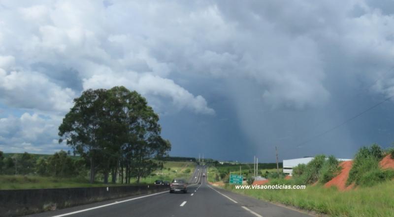 Em dias de chuva, motoristas devem ficar mais atentos ao volante