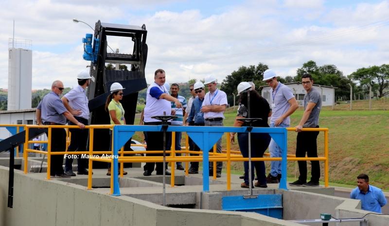 Engenheiros e técnicos da Caixa visitam a obra da ETE na bacia do Barbosa