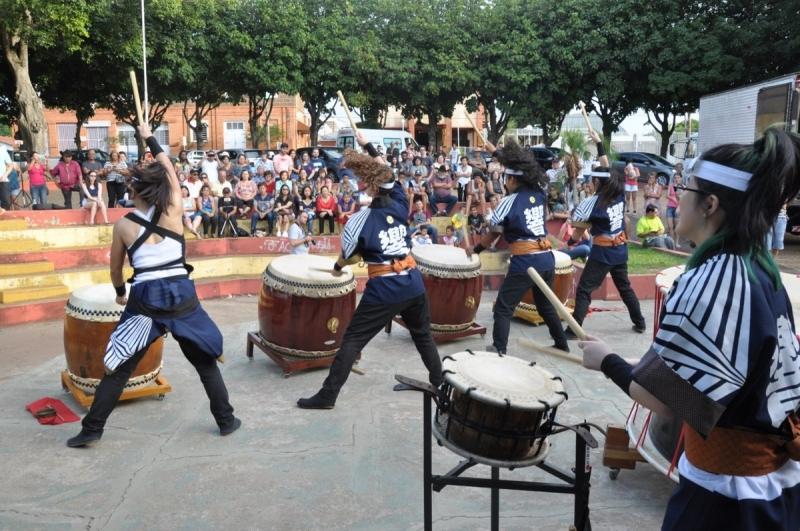 Garça: grupos artísticos se apresentam em praça do Jardim São Lucas