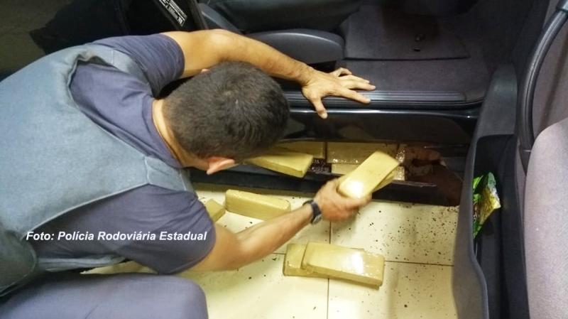Polícia Rodoviária apreende mais de 100 kg de maconha em fundo falso de carro