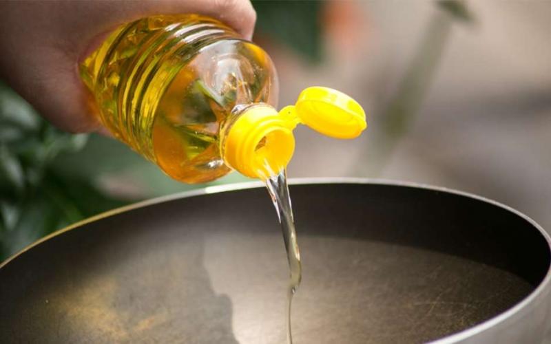 Saiba como fazer o descarte correto do óleo de cozinha