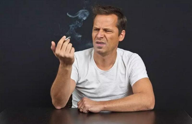 "Vem aí: pílula anti-nicotina que fará fumante se sentir ""nojento"""