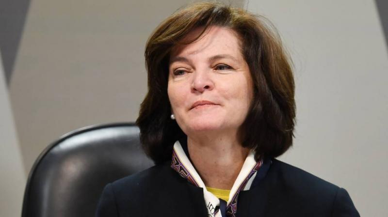 PGR quer tirar foro privilegiado de políticos que não se reelegeram