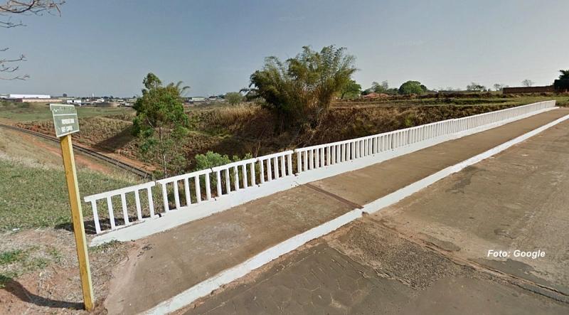 Heroísmo: PMs salvam mulher que tentava se jogar de ponte em Garça