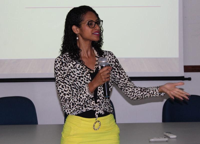 Colaboradores da Santa Casa de Marília participam de palestra motivacional com Juliane do Carmo
