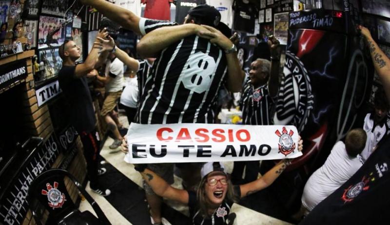 Corinthians vence Palmeiras nos pênaltis e é campeão paulista
