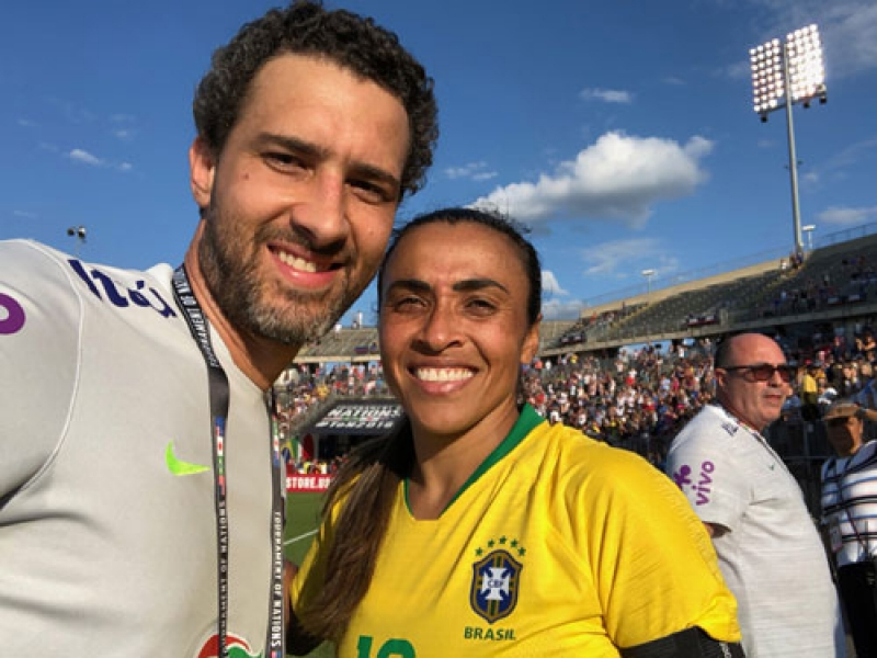 Médico nascido em Assis cuida das jogadoras da Seleção Brasileira de Futebol