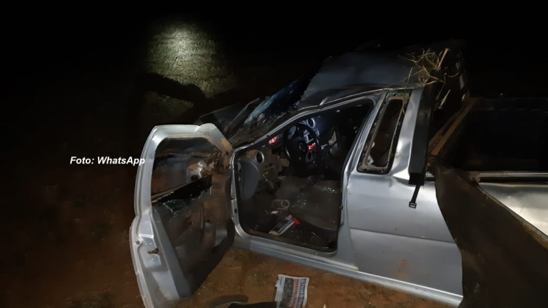 Rapaz morre após capotar Saveiro na SP-294