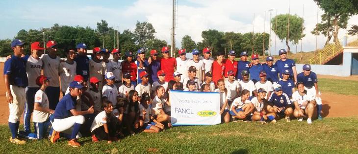2f2aa7e3eca31 Foto oficial com os atletas que participaram da clínica neste fim de semana.